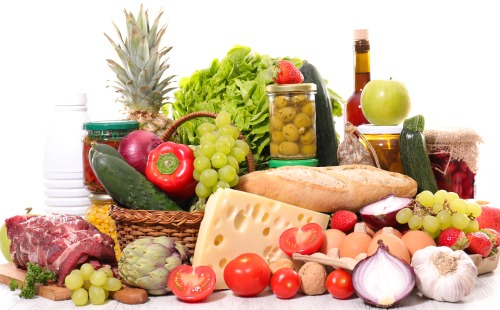 Balanced diet consisting of vegetables , fruits, proteins, grains and dairy